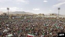 تجمع حامیان موسوی در ورزشگاه کرج/ آقای موسوی به علت قطه برق سیستم صوتی نتوانست در این اجتماع سخنرانی کند
