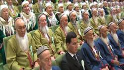 Aşgabatda Türkmenistanyň Halk maslahaty geçirilip, 'gazanylan üstünlikler' öwüldi