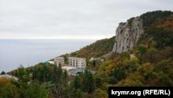 Крым, «царская сьцежка», Лівадыйскі палац. Ілюстрацыйнае фота