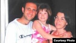 Віка Мароз разам з італьянскай сям'ёй, 2006
