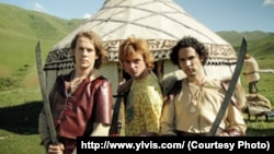 """Скриншот клипа """"Жаным"""" в исполнении норвежской группы YLVIS. Фото взято из официального сайта группы."""