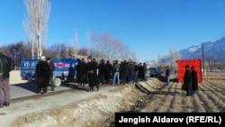 Чек арадагы атышуудан кийин, Ак-Сай айылы, Баткен, 11-январь, 2014.
