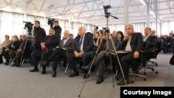 По итогам встречи представителей Координационного совета политических партий и общественных организаций с творческой и научной интеллигенцией было принято заявление на абхазском языке, его текст будет переведен и опубликован позже