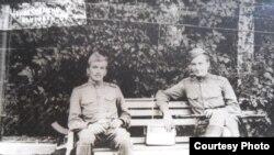 старшыня Севастопальскага таварыства беларусаў Валер Барташ у войску, Чэхаславакія, 1968 год