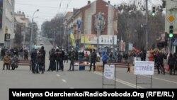 Протестувальники перекрили центр Рівного, 19 лютого 2014 року