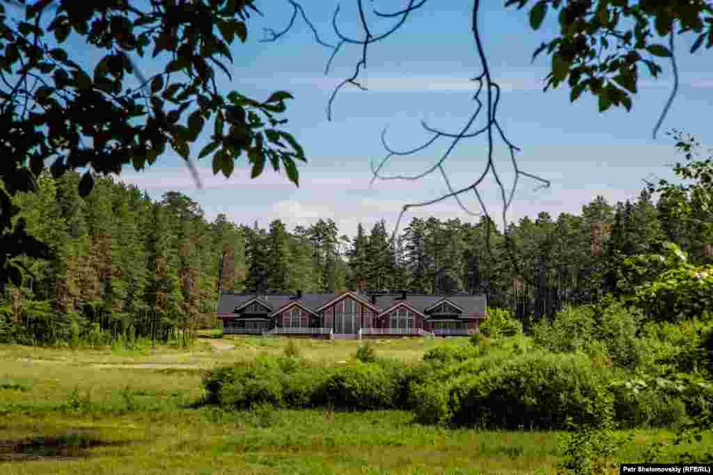 This villa is rumored to be a holiday getaway belonging to President Vladimir Putin.