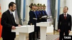 Президент Медведев (справа) и Михаил Ревнивцев на встрече в Кремле