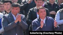 Искендер Матраимов (солдо) жана Райымбек Матраимов.