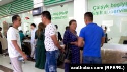 Aşgabat: Bilet nobatlary
