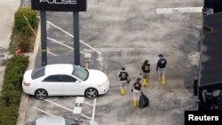 Inspektorët e agjencisë FBI gjatë hetimeve pas sulmit në një klub nate në Orlando në qershor të vitit të kaluar