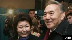 Қазақстан президенті Нұрсұлтан Назарбаев пен жұбайы Сара Назарбаева. Астана, 4 желтоқсан 2005 жыл.