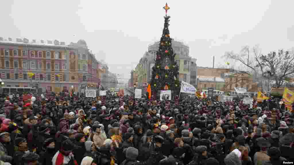 Thousands also turned out in St. Petersburg