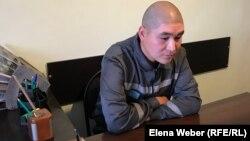 Диас Рахметов, вывезенный из Сирии казахстанец, приговоренный к тюремному сроку по обвинениям в «участии в деятельности террористической группы», «вербовке» и «умышленном незаконном пересечении границы». Карагандинская область, 23 сентября 2019 года.