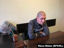 Диас Рахметов, вывезенный из Сирии казахстанец, приговоренный к тюремному сроку по обвинениям в «участии в деятельности террористической группы», «вербовке» и «умышленном незаконном пересечении границы». Карагандинская область, 23 сентября 2019 года. Поделиться