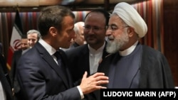 French President Emmanuel Macron (L) and Iranian President Hassan Rouhani speak at the United Nations headquarters on September 23, 2019, in New York.