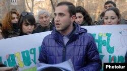 Մաշտոցի այգու համար պայքարող երիտասարդ ակտիվիստները, փետրվար, 2012թ.