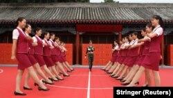 Подготовка к параду в КНР – участницы учатся ходить в ногу