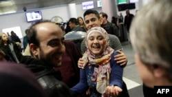 Сирийские беженцы в аэропорту О'Хара в Чикаго