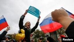 Учасники акції на підтримку Олексія Навального в Москві, 7 жовтня 2017 року