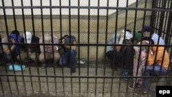 Обвинетите за време на судењето во египетскиот суд.
