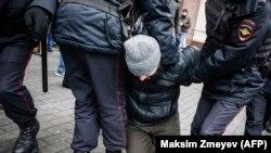 Задержание активиста полицией (иллюстративное фото)