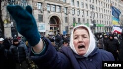 Протестующие в центре Киева на улице Грушевского
