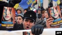 Акция протеста у здания Верховной Рады Украины. Киев, 3 декабря 2013 года.