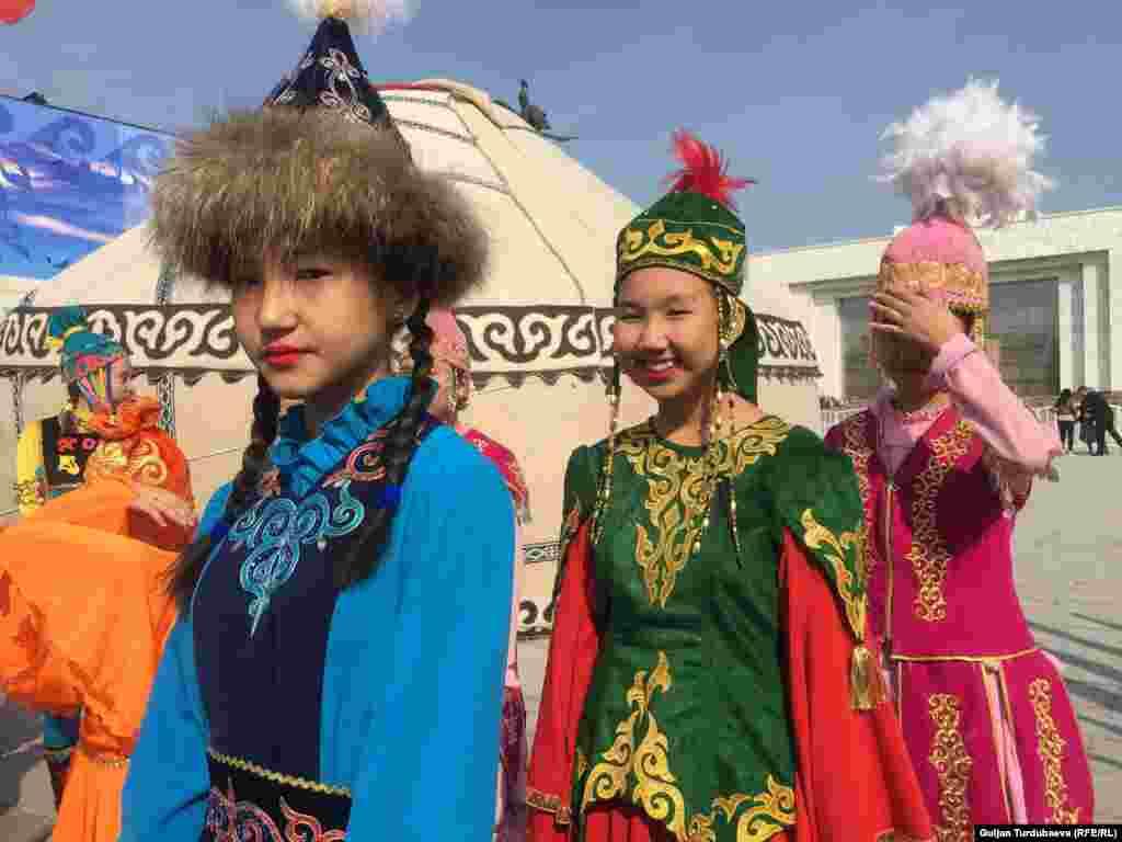 Ноорузда Кыргызстанд адатта байыркы боз үй тигилип, улуттук кийимдер кийилет. 2019-жыл, 21-март.