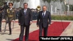 Президент Таджикистана Эмомали Рахмон и президент Казахстана Нурсултан Назарбаев. Душанбе, 14 сентября 2015 года.