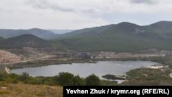 Вода для Севастополя: озеро біля гори Гасфорта під контролем байкерів (фотогалерея)