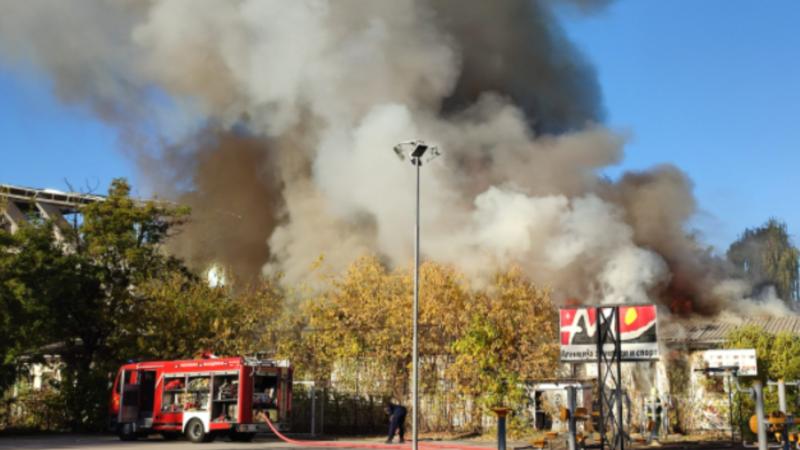 Изгаснат пожарот во бараките кај градски парк