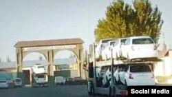 В зернохранилище везут новые машины (скриншот из видео).