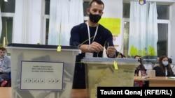 Гласање на локални избори во Косово.