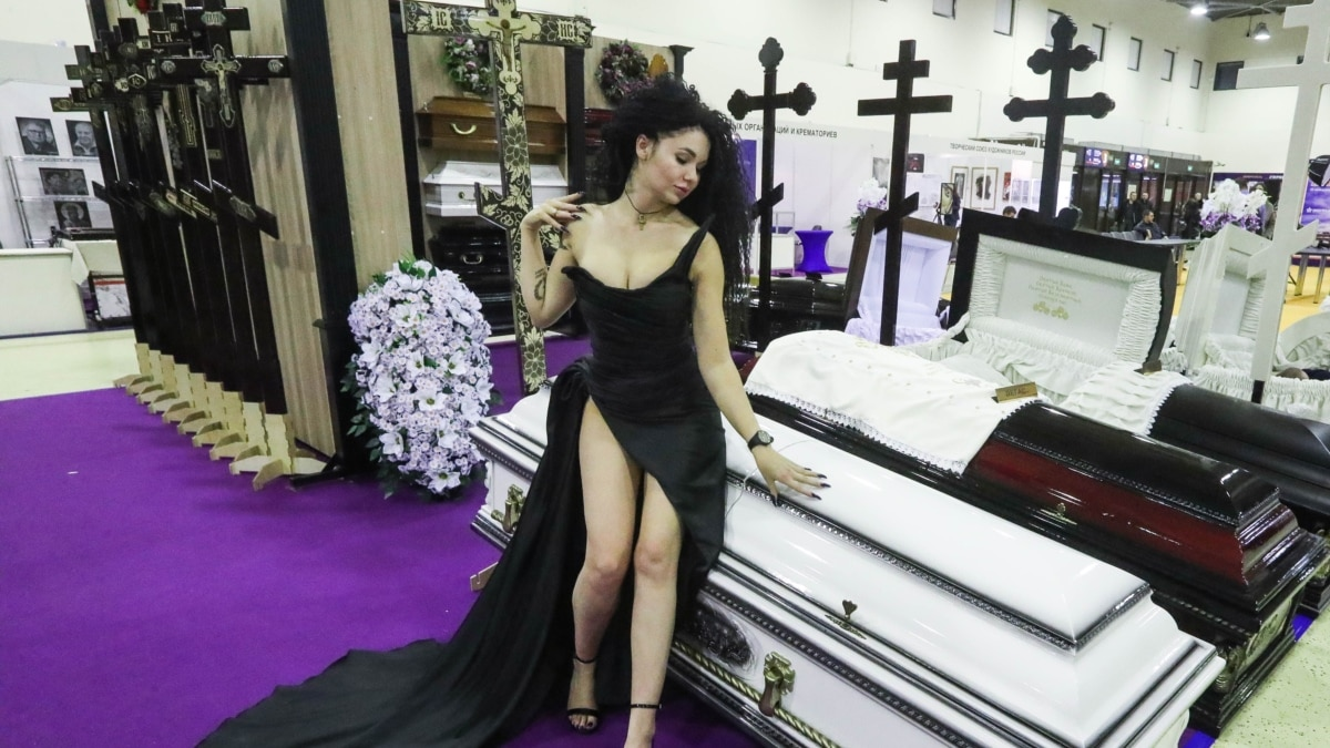 Death Fair: Russia Opens Funeral Exhibition Amid Coronavirus Surge