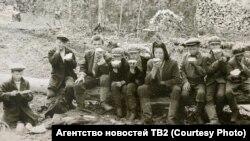Воспитанники детдома на лесозаготовке. Нарымский край. Середина 1930-х гг.