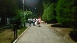 Сотрудники БПИ выносят всю бытовую технику из дома Хидирназара Аллакулова