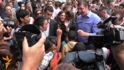Vučić među izbeglicama