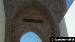 Өзбекстанда электронды сағаты өшірілді делінген мешіттердің бірінің аркасы.
