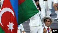 Знаменосец команды Азербайджана на Олимпиаде-2008 Фарид Мансуров, Пекин, 8 августа 2008