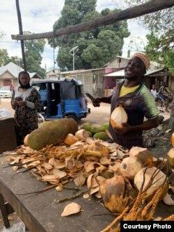 Торговец кокосами на Занзибаре