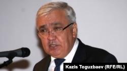 Заместитель акима Алматы Серик Сейдуманов на 6-м форуме НПО. Алматы, 6 октября 2010 года.