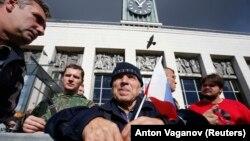 Участники акции против повышения пенсионного возраста.
