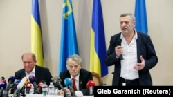 Crimean Tatar leaders Ilmi Umerov (left) and Akhtem Chiygoz (right) appear with Ukrainian lawmaker Mustafa Dzhemilev at a news conference at Boryspil International Airport outside Kyiv on October 27.
