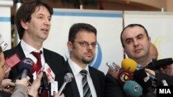 Вицепремиерите Зоран Ставрески и Владимир Пешевски и претседателот на Сојузот на стопански комори Златко Калеников