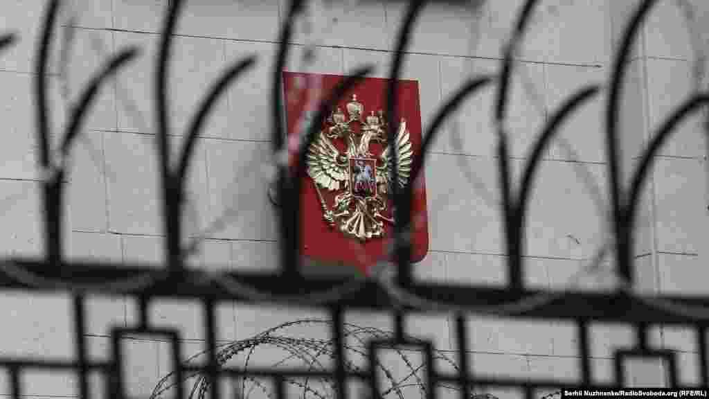Акції відбувалися біля посольств країн, які підписали «Меморандум про гарантії безпеки у зв'язку з приєднанням України до Договору про нерозповсюдження ядерної зброї» в Будапешті
