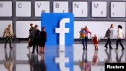 Бир жыл мурун «Фейсбук» социалдык тармагы жалган маалымат таратууга каршы чараларды жарыялаган.