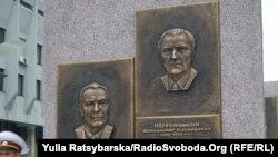 У Дніпропетровську з'явились барельєфи Брежнєва, Щербицького і Кучми