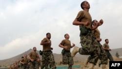 Первая группа курсантов в Афганской национальной академии сухопутных войск
