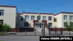 Здание суда города Шахтинска, где идет судебный процесс по делу о взрыве котла отопления в многоэтажном доме поселка Шахан. Карагандинская область, 4 июля 2017 года.