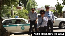 Қазақстандық полицейлер. Алматы, 31 мамыр 2013 жыл. (Көрнекі сурет)